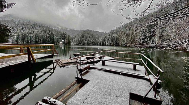 У Синевирі досі сніг і зима. Казкові фото