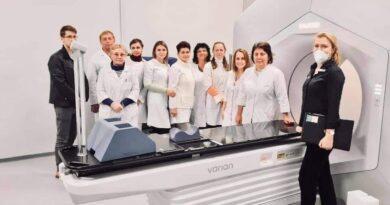 В Ужгороді провели перший курс лікування на новому апараті променевої терапії